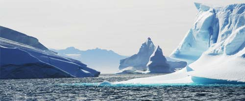 greenland sea kayaking icebergs